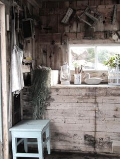 Sjöboden White Gardens, Beautiful Interiors, Country Decor, Kitchen Decor, Kitchens, Shabby, Dining Table, Colour, Decorating