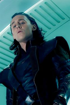 Loki ~ The Avengers Tom Hiddleston Loki, Thomas William Hiddleston, Loki Laufeyson, Bucky Barnes, Ben Barnes, Loki Marvel, Loki Thor, Loki Avengers, Loki Gif