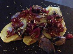 Filetto di spigola in crosta di patate con cipolla di Tropea e olive nere