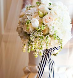 Real Wedding: Modern Hollywood glam wedding theme in Alabama. #Bouquet #Roses #White #Lilac. @Celebstylewed
