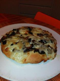 Focaccia+farcita+con+mozzarella,+scamorza+dolce+e+funghi+Porcini+saltati+in+padella+home-made