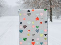 scattered hearts (Film In The Fridge) Quilting Blogs, Quilting Tutorials, Quilting Projects, Quilting Designs, Quilting Room, Quilt Design, Quilting Ideas, How To Finish A Quilt, Valentines Day Hearts