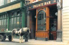 The Palace Bar Fleet Street Dublin pub palace bar Ireland Pubs, Dublin Pubs, Dublin Bay, County Cork Ireland, Galway Ireland, Ireland Pictures, Old Pictures, Old Photos, Ireland Vacation