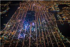 Nueva York parece una ciudad de mentira en estas imágenes aéreas nocturnas (FOTOS)
