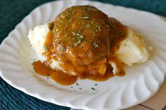 Mrs. Schwartz's Kitchen: Slow Cooker Salisbury Steaks