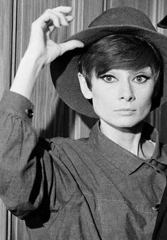 Audrey Hepburn (How to Steal a Million, - pulling off a hat and a pixie! Audrey Hepburn Pixie, Katharine Hepburn, Aubrey Hepburn, Turbans, Pixie Hairstyles, Celebs, Celebrities, Poses, Belle Photo