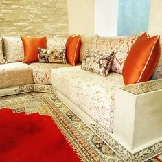 L'image contient peut-être : intérieur Living Room Trends, Living Room Modern, Living Room Designs, Moroccan Lounge, Moroccan Room, Moroccan Home Decor, Moroccan Interiors, Living Room Paint, Living Room Decor