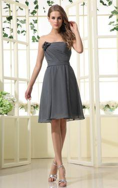Gerüschtes Abschlusskleid/ Brautjungfernkleid mit natürlicher Taille mit Gürtel.Für weitere Informationen, besuchen Sie: http://www.emodeshop.de/abschlusskleider-d11