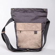 Männer Messenger Tasche, Segeltuch und up cycled Leder Wunderschöne, limitierte, handgearbeitete Herrentasche mit Querriemen <br> ◆ Jedes Lederstück besteht aus up cycled Leder, womit jede...