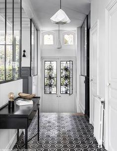 33 Best Farmhouse Windows Decor Ideas And Design - Backyard Decoration Main Door Design, Entry Way Design, Entrance Design, Hallway Decorating, Entryway Decor, Flur Design, Design Entrée, Hallway Designs, Hallway Ideas