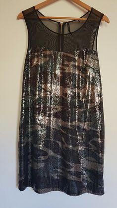 312de369bd2 ventes sur vinted · Superbe robe guess en sequins et tulle motif camouflage  idéal soirées et fêtes Portée 1 fois