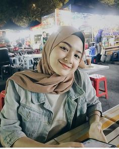 Setahunbaru: Happy Hijab Girl Has a Love Hijab Style Dress, Casual Hijab Outfit, Ootd Hijab, Hijab Chic, Girl Hijab, Hijab Bride, Wedding Hijab, Wedding Dresses, Modern Hijab Fashion