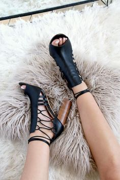 Casual heels - sorority recruitment outfits - greek u Shoe Boots, Shoes Heels, Pumps, Sorority Recruitment Outfits, Sorority Rush, Cute Shoes, Me Too Shoes, Leather And Lace, Black Leather