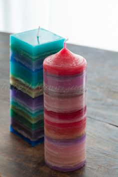 Multicolored Candles Kind of what I did with a mason jar. Really fun. Unique Candles, Best Candles, Diy Candles, Scented Candles, Pillar Candles, Candle Art, Candle Lanterns, Mason Jar Candle Holders, Candlemaking