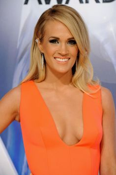 Carrie Underwood Makeup, Carrie Underwood Hot, Carrie Underwood Pictures, Olivia Munn Pics, Country Female Singers, 1940s Looks, Celebrities Then And Now, Carrie Fisher, Big Hair