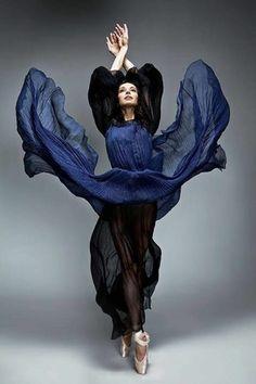 tenue de danse moderne, robe bleue spectaculaire