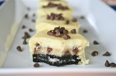Chocolate Chip Cookie Dough Filled Oreo Cheesecakes - Cook'n is Fun - Food Recipes, Dessert, & Dinner Ideas Oreo Cheesecake Recipes, Cookie Dough Cheesecake, Cheesecake Bites, Cheesecake Cupcakes, Cheesecake Squares, Nutella Cheesecake, Butter Cupcakes, Raspberry Cheesecake, Cookie Bars