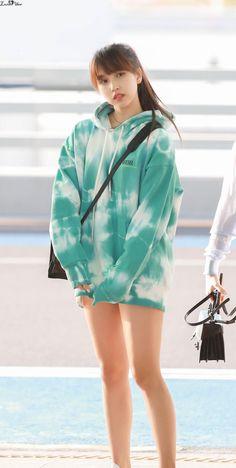 Trendy Doll Kpop Twice Kpop Girl Groups, Korean Girl Groups, Kpop Girls, Nayeon, Twice Jyp, Myoui Mina, Airport Style, South Korean Girls, Asian Woman