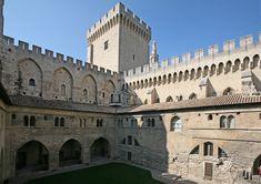 Tour + Cour du cloitre, vieux palais par JM Rosier - Palais des papes d'Avignon — Wikipédia