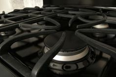 How+to+Clean+the+Cast+Iron+Grates+on+a+Gas+Range+