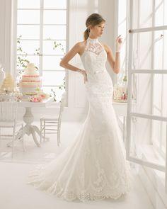 Vestido de novia Aire Barcelona con escote halter y bordados