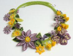 Floral necklace di RoseBluBeads su Etsy