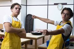 21 Reasons Dylan And Cole Sprouse Are The Total Package But really, what more could you want in a man.or men? Sprouse Bros, Dylan Sprouse, Suit Life On Deck, Zack Y Cody, Riverdale Cole Sprouse, Dylan And Cole, Vanessa Morgan, Dylan Thomas, Thomas Doherty