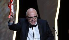 """La giuria presieduta da George Miller assegna il massimo riconoscimento al film del regista britannico, di nuovo vincitore a dieci anni da """"Il vento che"""