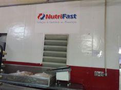 Logo pintado em cima da porta - Nutrifast