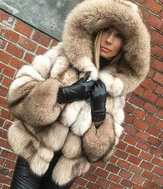 My Favorite Fetish Fur Fashion, Womens Fashion, Snow Fashion, Fox Fur Coat, Fur Coats, Cool Coats, Outfit Invierno, Fabulous Furs, Leather Gloves