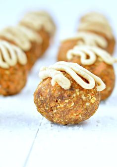 Those No Bake Carrot Cake Balls are healthy, easy to make and loaded with wholesome ingredients to fix your carrot cake craving with no guilt. Vegan, paleo.