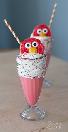These Elmo Freakshakes are super simple and full of character! A simple milkshake recipe turned into a fun and out-of-the-box freakshake! Mini Desserts, Summer Desserts, Summer Drinks, Delicious Desserts, Yummy Food, Fun Food, Dessert Recipes, Milkshake Recipes, Milkshake Bar