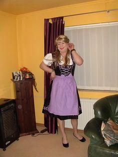 Eine hübsche Dirndl Maid #crossdresser#dirndl