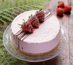 Tort cu capsuni - Desert De Casa - Maria Popa Cake Recipes, Dessert Recipes, Desserts, Dessert Ideas, Romanian Food, Romanian Recipes, Cakes And More, Cheesecakes, How To Make Cake