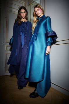 Alexis Mabille Fall 2018 Ready-to-Wear Fashion Show Collection: See the complete Alexis Mabille Fall 2018 Ready-to-Wear collection. Look 8 Abaya Fashion, Muslim Fashion, Modest Fashion, Runway Fashion, High Fashion, Fashion Dresses, Paris Fashion, Alexis Mabille, Abaya Style