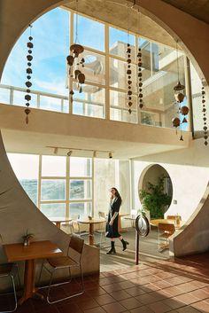 First Rite - Arcosanti Beautiful Buildings, Beautiful Homes, Interior Architecture, Interior And Exterior, Through The Window, Dream Decor, Future House, Interior Decorating, Interior Design