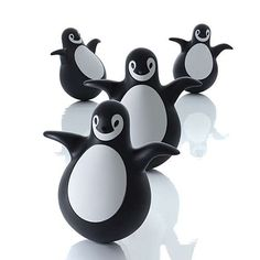With its charming rounded belly and a roly-poly waddle, the Pingy Penquin is irresistible for little ones.