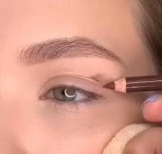Eyebrow Makeup Tips, Eye Makeup Steps, Makeup Eye Looks, Natural Eye Makeup, Contour Makeup, Eyeshadow Looks, Makeup Videos, Skin Makeup, Eyeshadow Makeup