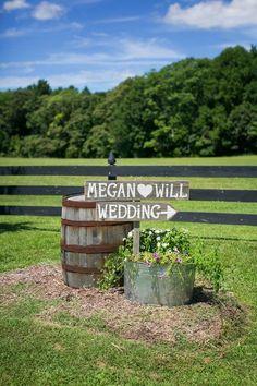 Southern Rustic Wedding Decor Ideas / http://www.himisspuff.com/country-rustic-wedding-ideas/3/