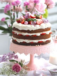 Juhannuskakku - Mansikkakakku | Annin Uunissa Delicious Cake Recipes, Yummy Cakes, Little's Coffee, Cake Fillings, Easy Baking Recipes, Frosting Recipes, Let Them Eat Cake, No Bake Cake, Food Inspiration