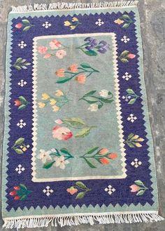 Floor Mats, Art Deco Fashion, Home And Living, Hand Weaving, Rugs, Vintage, Farmhouse Rugs, Hand Knitting, Vintage Comics