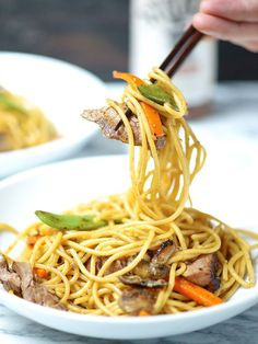 This easy beef lo mein recipe is a great combination of tender noodles, crunchy veggies, beef, and a yummy sauce made with Stubb's Beef Marinade! It's spicy, easy to make, and so delicious! showmetheyummy.com #lomein