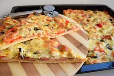 Hawaiian Pizza, Vegetable Pizza, Hamburger, Food And Drink, Cooking Recipes, Bread, Cheese, Recipes, Canning