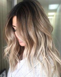 6 Great Balayage Short Hair Looks – Stylish Hairstyles Balayage Hair Blonde, Balayage Highlights, Dark Balayage, Short Balayage, Haircolor, Look Girl, Cool Hair Color, Dark Hair, Brown Hair