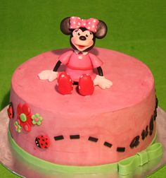 Minnie chocolate cake with chantilly cream filling  http://passionecupcakes.blogspot.it/