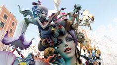 Descubre las Fallas de Valencia, un espectáculo incomparable donde el arte escultórico, los fuegos artificiales y las carrozas multicolor configuran uno de esos eventos se olvidan con facilidad.