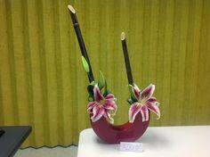 Garden Club Journal  parallel floral design  flower arrangement  gardenclubjournal.blogspot.com