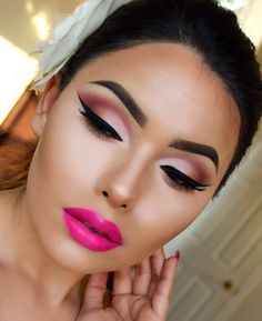 Gorgeous eye look with bold lips