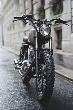 Vintage Motorcycles 454863631117367372 - Yamaha by Auto Fabrica – motosstyles.fr Source by franckfabree Yamaha Cafe Racer, Yamaha Sr400, Honda Scrambler, Cafe Bike, Scrambler Motorcycle, Tracker Motorcycle, Moto Bike, Motorcycle Style, Cool Motorcycles