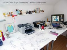"""Die """"Scardy"""" Mäuse entstehen für den Schäldinger Themenweg Karl Valentin, Art Work, Corner Desk, Furniture, Home Decor, Do Your Thing, Nice Asses, Artwork, Corner Table"""